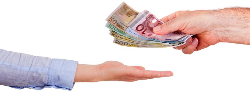 dar-dinero-en-mano